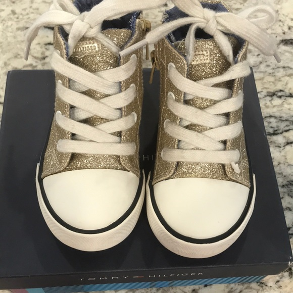f7b81fb7 Toddler girl Tommy Hilfiger sneakers. M_5c437115fe5151ebf15bb3ef